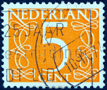 nederlan: NETHERLANDS - CIRCA 1946: A stamp printed in the Netherlands shows its value of 5 cent, circa 1946.  Editorial