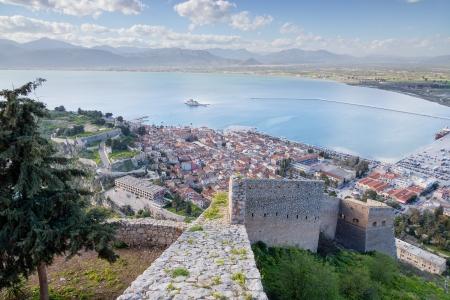 パラミディ要塞、ギリシャのペロポネソス半島からナフプリオの町の眺め