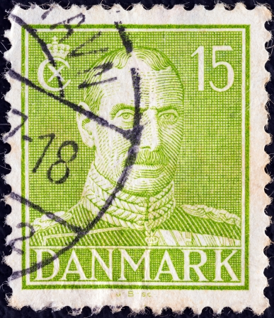 stempeln: DENMARK - CIRCA 1942: A stamp printed in Denmark shows King Christian X, circa 1942.