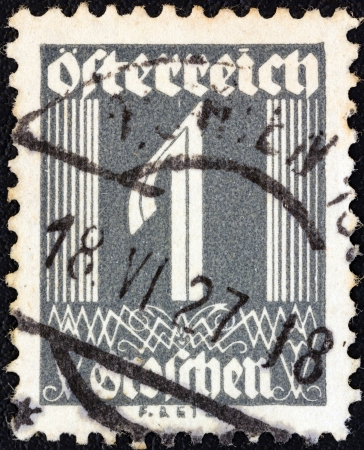 stempeln: AUSTRIA - CIRCA 1925: A stamp printed in Austria shows numeric value, circa 1925.
