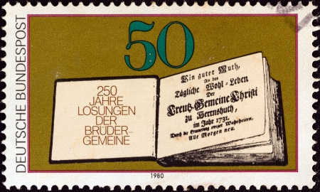 stempeln: GERMANY - CIRCA 1980: A stamp printed in Germany issued for the 250th anniversary of Moravian Brethrens Book of Daily Bible Readings shows First Book of Daily Bible Readings, 1731, circa 1980.  Editorial