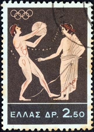 """lanzamiento de disco: GRECIA - CIRCA 1964: Un sello impreso en Grecia desde el tema """"Juegos Ol�mpicos de Tokio"""" muestra Lanzamiento de disco, alrededor de 1964."""
