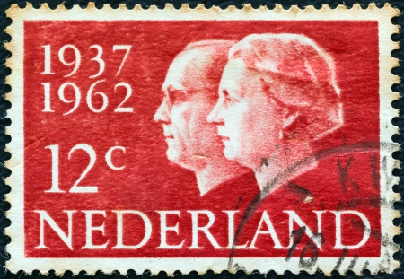 nederlan: NETHERLANDS - CIRCA 1962: A stamp printed in the Netherlands from the Silver Wedding issue shows Queen Juliana and Prince Bernhard, circa 1962.