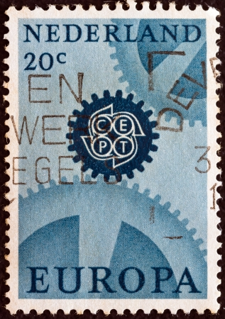 estampilla: NETHERLANDS - CIRCA 1967: A stamp printed in the Netherlands from the Europa issue shows cogwheels, circa 1967.