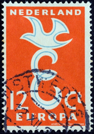 stempeln: NETHERLANDS - CIRCA 1958: A stamp printed in the Netherlands from the Europa issue shows Europa bird, circa 1958.  Editorial