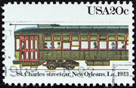 """st charles: USA - CIRCA 1983: Un timbro stampato in USA dalla questione """"Tram"""" mostra St. Charles tram, New Orleans, 1923, circa 1983. Editoriali"""