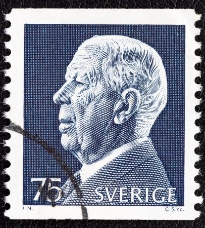 gustaf: SWEDEN - CIRCA 1972: A stamp printed in Sweden shows King Gustaf VI Adolf, circa 1972.