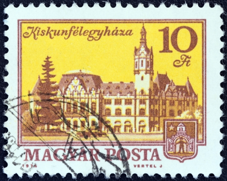 magyar posta: HUNGARY - CIRCA 1972: A stamp printed in Hungary shows Kiskunfelegyhaza, circa 1972.  Editorial