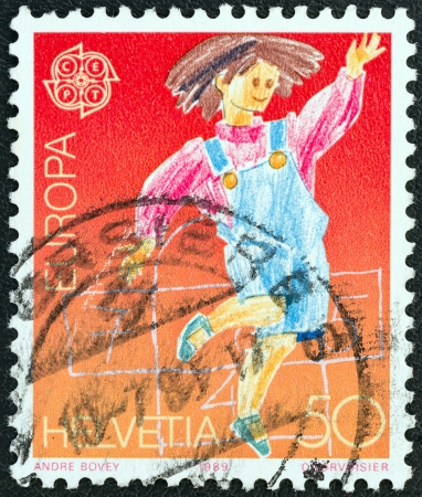 stempeln: SWITZERLAND - CIRCA 1989: A stamp printed in Switzerland from the Europa. Childrens Games issue shows Hopscotch, circa 1989.
