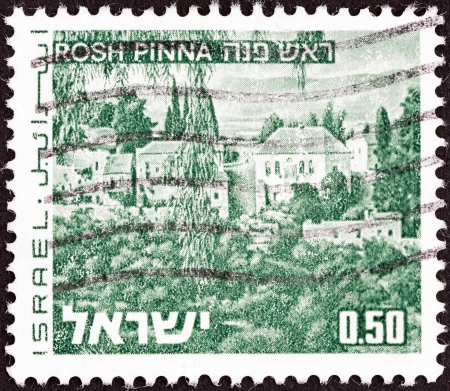 pinna: ISRAEL - CIRCA 1971: A stamp printed in Israel from the Landscapes issue shows Rosh Pinna town, circa 1971.