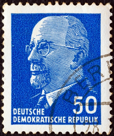 stempeln: GERMAN DEMOCRATIC REPUBLIC - CIRCA 1961: A stamp printed in Germany shows the leader of East Germany from 1950 to 1971 Walter Ulbricht, circa 1961.