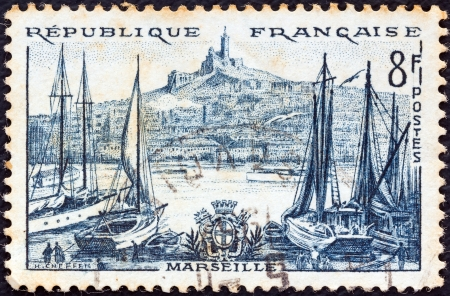 postes: FRANCE - CIRCA 1955: A stamp printed in France from the Views issue shows Marseilles, circa 1955.