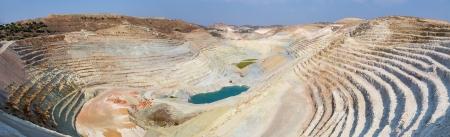 開いている、採石場のパノラマ