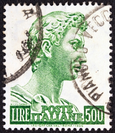 stempeln: ITALY - CIRCA 1956   A stamp printed in Italy shows a sculpture of St  George created by the sculptor Donatello in 1416 for the Church of Orsanmichele, Florence, circa 1956