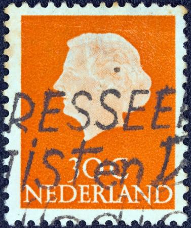 estampilla: NETHERLANDS - CIRCA 1953  A stamp printed in the Netherlands shows Queen Juliana, circa 1953   Editorial