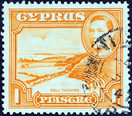 kypros: CYPRUS - CIRCA 1938  A stamp printed in Cyprus shows Roman theatre, Soli and King George VI, circa 1938   Editorial