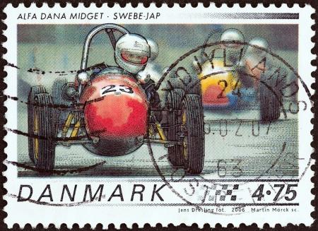estampilla: DENMARK - CIRCA 2006  A stamp printed in Denmark from the  Race cars  issue shows 1958 Alfa Dana Midget, Swebe - JAP, circa 2006