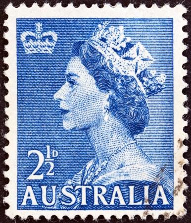 estampilla: AUSTRALIA - CIRCA 1953  A stamp printed in Australia shows Queen Elizabeth II, circa 1953   Editorial