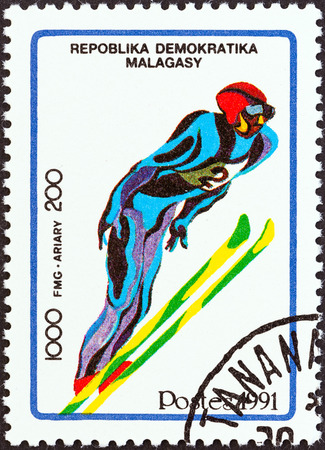 estampilla: MADAGASCAR - CIRCA 1991  A stamp printed in Madagascar from the  Winter Olympic Games, Albertville   2nd issue shows Ski jumping, circa 1991