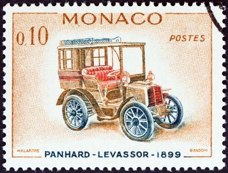 postes: MONACO - CIRCA 1961  A stamp printed in Monaco from the  Veteran Cars   issue shows Panhard-Levassor, 1899, circa 1961   Editorial