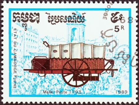 estampilla: CAMBODIA - CIRCA 1989  A stamp printed in Cambodia from the  Coaches  issue shows Mail coach, 1793, circa 1989