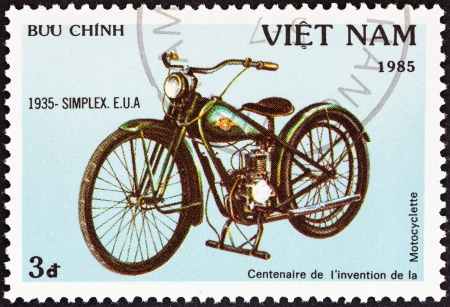 u s a: VIETNAM - CIRCA 1985  A stamp printed in North Vietnam from the  Centenary of Motorcycle   issue shows a Simplex, U S A , 1935, circa 1985