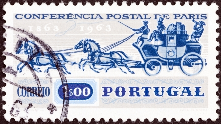 stempel: PORTUGAL - CIRCA 1963  A stamp printed in Portugal issued for the Centenary of Paris Postal Conference shows Mail Coach, circa 1963