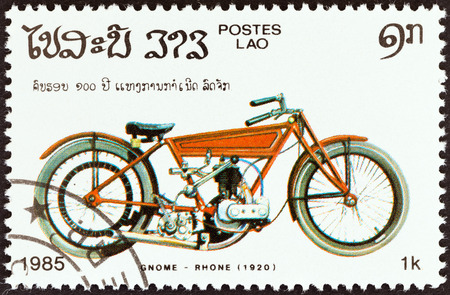 estampilla: LAOS - CIRCA 1985  A stamp printed in Laos from the  Centenary of Motorcycle   issue shows a Gnome Rhone, 1920, circa 1985