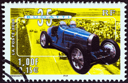 stempel: FRANCE - CIRCA 2000  A stamp printed in France from the  Philexjeunes 2000   issue shows Bugatti Type 35, circa 2000   Editorial
