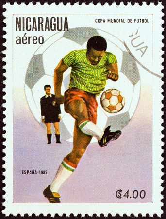 stempel: NICARAGUA - CIRCA 1982  A stamp printed in Nicaragua from the  World Cup Football Championship, Spain   2nd issue shows player kicking ball, circa 1982   Editorial