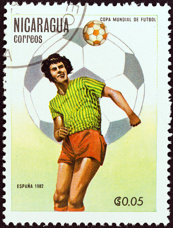 stempel: NICARAGUA - CIRCA 1982  A stamp printed in Nicaragua from the  World Cup Football Championship, Spain   2nd issue shows player heading ball, circa 1982