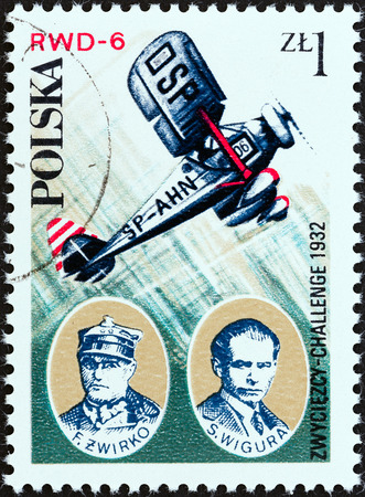 stempel: POLAND - CIRCA 1978  A stamp printed in Poland from the  Aviation History and 50th Anniversary of Polish Aero Club  issue shows Franciszek Zwirko and Stanislaw Wigura with RWD-6 aircraft, circa 1978   Editorial