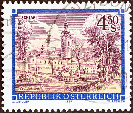 stempeln: AUSTRIA - CIRCA 1984  A stamp printed in Austria from the  Monasteries and Abbeys  issue shows Schlagl Monastery , circa 1984
