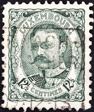 stempeln: LUXEMBOURG - CIRCA 1906  A stamp printed in Luxembourg shows Grand Duke William IV, circa 1906   Editorial