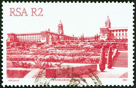 estampilla: SOUTH AFRICA - CIRCA 1982  A stamp printed in South Africa from the  South African Architecture  issue shows Uniegebou, Pretoria, circa 1982