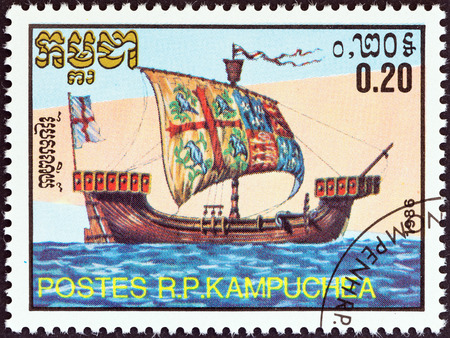 cambodge: KAMPUCHEA - CIRCA 1986  A stamp printed in Kampuchea from the  Medieval Ships   issue shows English Kogge of Richard II s Reign, circa 1986