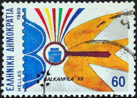 estampilla: GREECE - CIRCA 1989  A stamp printed in Greece from the  Balkanfila XII International Stamp Exhibition, Thessaloniki  issue shows magnifying glass and bird, circa 1989