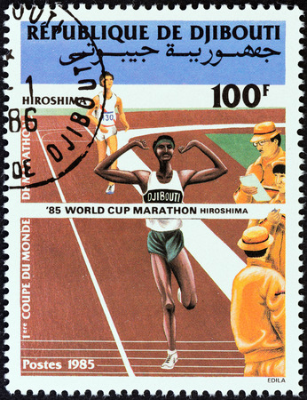 estampilla: DJIBOUTI - CIRCA 1985  A stamp printed in Djibouti issued for the 1st Marathon World Cup, Hiroshima shows finishing line and officials , circa 1985