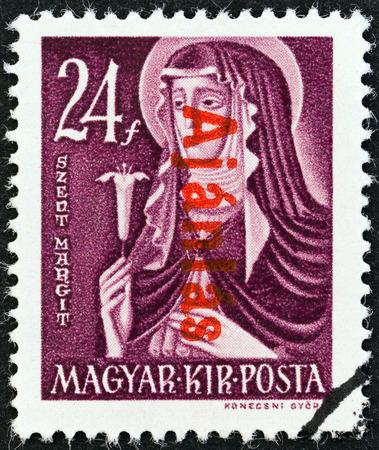 estampilla: HUNGARY - CIRCA 1946  A stamp printed in Hungary shows St  Margaret, circa 1946   Editorial