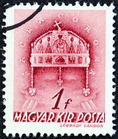 magyar posta: HUNGARY - CIRCA 1939  A stamp printed in Hungary shows Crown of St  Stephen, circa 1939
