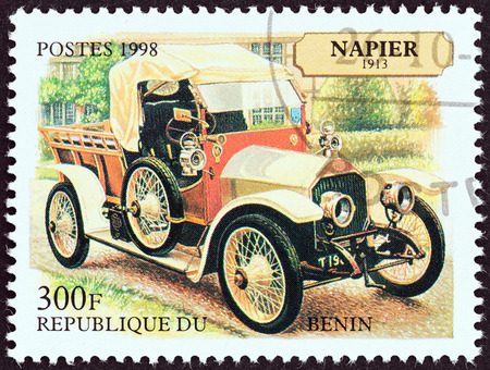 estampilla: BENIN - CIRCA 1998  A stamp printed in Benin from the  Motor Cars   issue shows Napier Delivery Car, 1913, circa 1998   Editorial