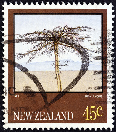estampilla: NEW ZEALAND - CIRCA 1983  A stamp printed in New Zealand from the  Paintings by Rita Angus   issue shows Tree, circa 1983