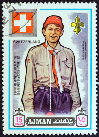 stempeln: AJMAN EMIRATE - CIRCA 1971  A stamp printed in United Arab Emirates from the  13th World Boy Scout Jamboree - Japan  issue shows boy scout from Switzerland, circa 1971