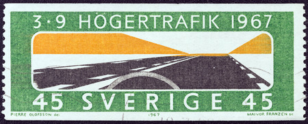 stempeln: SWEDEN - CIRCA 1967  A stamp printed in Sweden issued for the adoption of changed rule of the road shows  Keep to the Right , circa 1967