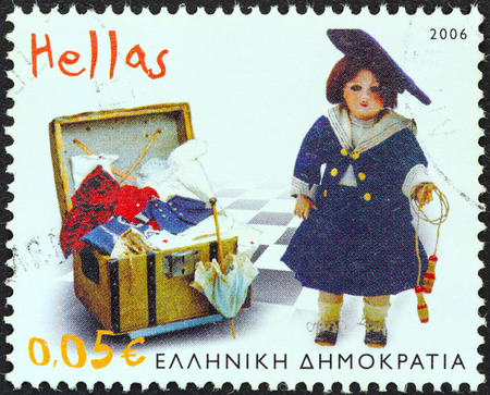 stempeln: GREECE - CIRCA 2006  A stamp printed in Greece from the  Children s Toys  Benaki Museum  issue shows Fashion Doll  1905 , circa 2006