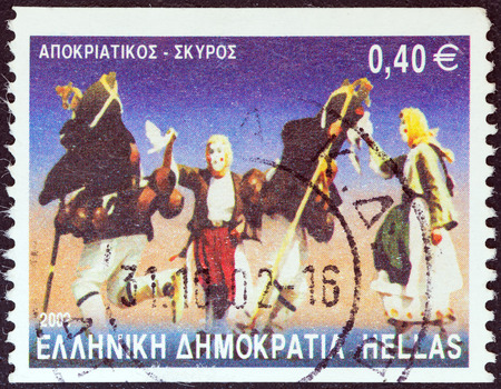 stempeln: GREECE - CIRCA 2002  A stamp printed in Greece from the  Greek Dances  issue shows Apokriatikos, Skyros island, circa 2002   Editorial