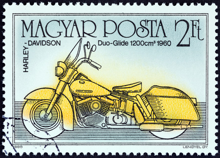 magyar: HUNGARY - CIRCA 1985: A stamp printed in Hungary from the from the Centenary of Motorcycle issue shows Harley-Davidson Duo-Glide, 1960, circa 1985.
