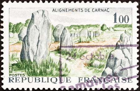 postes: FRANCE - CIRCA 1965: A stamp printed in France shows Prehistoric stone monuments, Carnac, circa 1965.