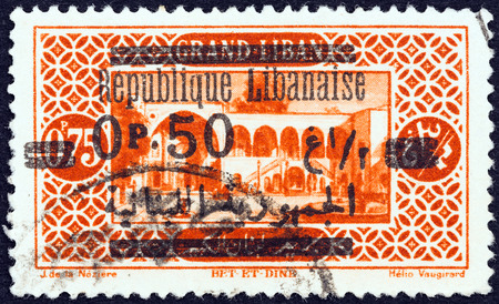 libani: LEBANON - CIRCA 1927: A stamp printed in Lebanon shows Bet-et-Dine Palace, circa 1927.