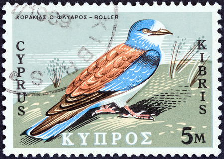 kypros: CYPRUS - CIRCA 1969: A stamp printed in Cyprus from the Birds of Cyprus  issue shows European Roller (Coracias garrulus), circa 1969.